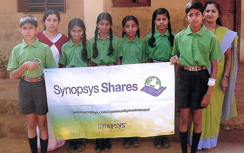 Students of Sujyothi English Medium School, Birunani, thank the corporate donor, arranged by KESST, for their gift of laptops to the school.